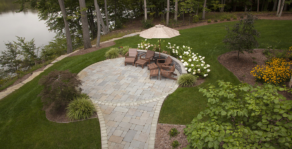 Knapp valley gardens landscaping design and installation for Landscaping rocks grand rapids mi